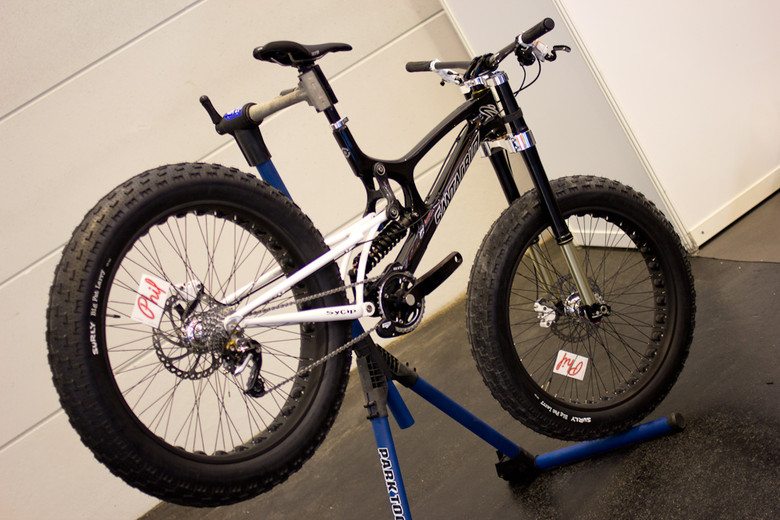 http://www.culturecycles.com/wp-content/uploads/2012/08/s780_WHAT_THE_Santa_Cruz_V10_Fat_Bike.jpg